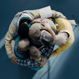 'De frivillige' er instrueret af Frederikke Aspöck, der i 2015 vandt prisen for bedste instruktør på Moskva International Film Festival for filmen 'Rosita'.