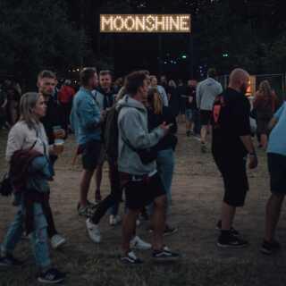 Tinderbox løber af stablen 27.-29. juni i Tusindårsskoven i Odense for fjerde gang og har i år navne som Miley Cyrus, Billie Eilish og Lana Del Rey på plakaten.