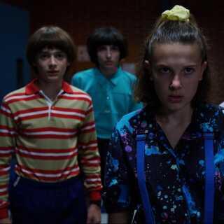 Særligt Netflix-serien 'Stranger Things' har fået kritik for at være fuld af cigaretter, som det dog er de voksne karakterer, der nøjes med at ryge.