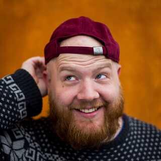Pelle Lundberg har lavet podcasten 'Flyverskjul' om stand-up, 'Skide godt Egon' om Olsen-Banden, 'Dahlgårds Tivoli' om tv-programmet af samme navn, 'Onkel Joakims liv' om Anders And-figuren Onkel Joakim samt podcasts for Zulu Comedy Festival.