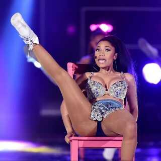 Nicki Minaj har alle dage været kendt for sine vilde og til tider småprovokerende sceneoptrædener. Her ses hun på scenen i 2014.