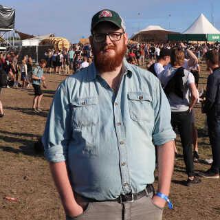 - Da Nas blev smidt på programmet, tænkte jeg: 'Så køber jeg spontant en billet', siger 27-årige Niels Jul Hornsberg.