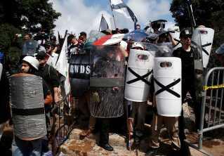 Højrefløjsaktivister klar til kamp i Charlottesville i august 2017.