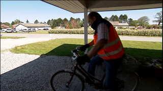 Fra sin cykel sender Jens Gammelgaard en kærlig opfordring til andre diabetespatienter om at gøre noget ved deres situation.