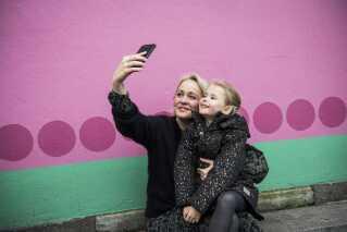 Michala Bastian er blogger og deler billeder af sin datter, Molly My, på de sociale medier. Tensensen kaldes sharenting.