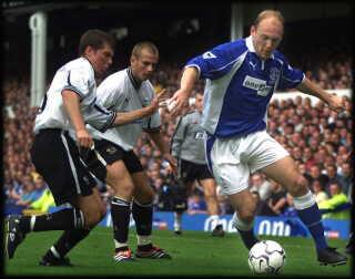 Thomas Gravesen - her i en forbavsende tidlig udgave - er én af en håndfuld andre danskere, som har spillet i Everton. Også Claus Thomsen, Peter Degn, Per Krøldrup og Lars Jacobsen har repræsenteret Liverpool-klubben.