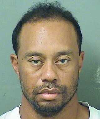 Det var svært at genkende den tidligere verdenstjerne på billedet af Tiger Woods efter anholdelsen 29. maj 2017.