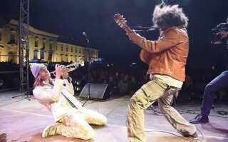 Frederik Konradsen giver den gas på en en tysk musikfestival.