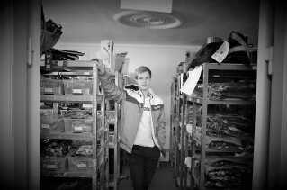 Daniel var kun 17 år, da han startede Watery. I Danmark kan man kun starte virksomhed, når man er over 18 år, og derfor måtte hans far stifte virksomheden for ham.