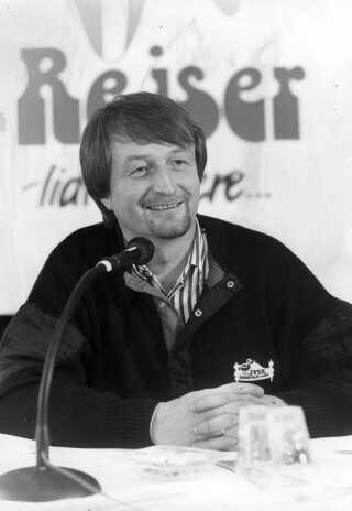 Lars Larsen måtte droppe sin drøm om at blive rejse-konge med Lars Larsen Rejser. I 1998 sælger han rejseselskabet til det schweiziske selskab Kuoni Travel.