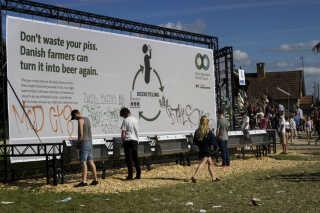Billedet er fra Roskilde Festival 2015, hvor Roskilde Festival og Landbrug & Fødevarer var gået sammen om et nyt bæredygtighedskoncept 'fra pis til pilsner'.
