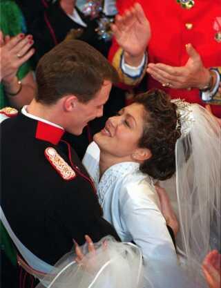 I november 1995 giftede prins Joachim sig med Alexandra Christina Manley, som fik titlen prinsesse Alexandra. Parret blev separeret i 2004 og skilt året efter.