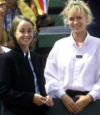 Christina Olausson, til venstre, ved Davis Cup i 1999.