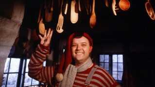 Flemming Jensen har været langt mere i fjernsynet i december end resten af årets måneder. For både i 1984, 1989 og 2003 kunne man se ham i rollen som julenissen 'Lunte' i de tre DR-julekalendere om 'Nissebanden', som han også selv har skrevet og instrueret. Torsdag den 18. oktober fylder Flemming Jensen 70 år.