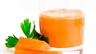 Du kan drikke to glas grøntsagsjuice om dagen, selv om du faster, siger ernæringseksperten.
