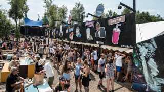 Meyers er et af de madhuse fra verden uden for festivalen, der for en uge sætter en filial op på Dyrskuepladsen i Roskilde. Boden, der er berømt for sine flæskestegssandwich og berygtet for sine lange køer, har været på pladsen siden 2010.
