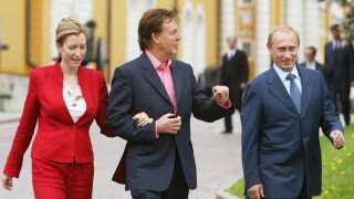 Vladimir Putin var så heldig at møde Paul McCartney og hans daværende kone Heather Mills i forbindelse med McCartneys første koncert på Den Røde Plads i Moskva.