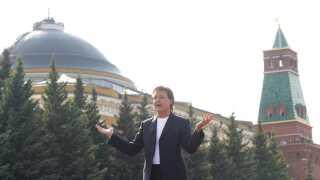 En gruppe fans, der overværede McCartneys koncert i Moskva, gik grædende (af glæde) fra mødet med deres idol.