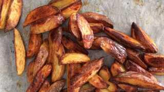 Spar penge og fedt på hjemmelavede ovn-kartofler   Mad   DR