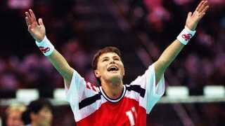 Anja Andersen jubler efter en scoring i den forlængede spilletid af OL-finalen i 1996.
