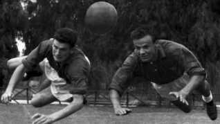 Harald Nielsen (til højre) og holdkammeraten Tommy Troelsen under træning ved OL i Rom 1960.