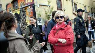 Pia Kjærsgaard og resten af Folketingets Retsudvalg besøger Pusher Street i 2012.