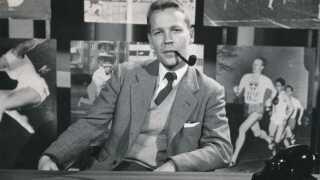 Claus Toksvig var kommentator i 1969, da TV-Avisen sendte fra månelandingen. Transmissionen startede præcis klokken 3.56 den 21. juli.
