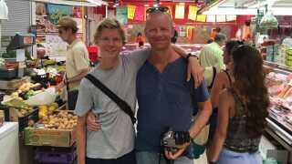 Niels Boje Lund sammen med sin søn på ferie i Valencia sommeren inden Mathias dør.