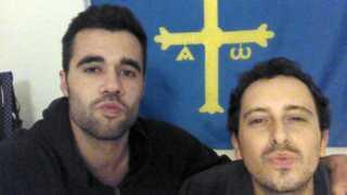 Marcos Lopez og Carlos Fernandez kort efter at Carlos Fernandez er blevet udskrevet fra hospitalet.
