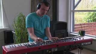 Nicolai Jensen siger selv, at han er blevet hurtigere til at lære numre på klaveret, efter han startede på sin cannabisolie.