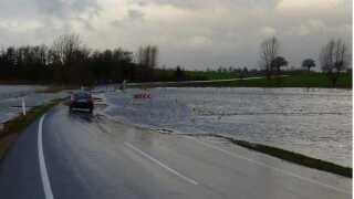 Tingvejen på Stevns er en af kommunens tre højst prioriterede projekter. Vejen er en central del af kommunen og bliver ofte oversvømmet, som det ses her.