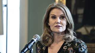Forhenværende statsminister Helle Thorning-Schmidt kræver bedre forhold for kvindelandsholdet i fodbold.