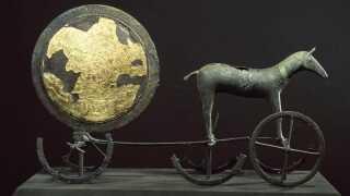 Det er blandt andet historien om den her, Fallulah blev fascineret af: Solvognen, der forestiller en hest som trækker solen.