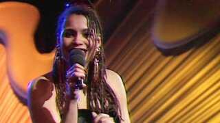 """I 1992 fik Zindy Laursen et gennembrud i Dansk Melodi Grand Prix med sangen """"Sket igen"""", som blev nummer to."""