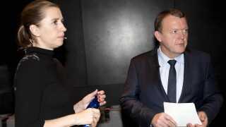 Mette Frederiksen skiftede holdning om burkaforbud udenom sin folketingsgruppe, mens Lars Løkke drøftede det med sin folketingsgruppe.