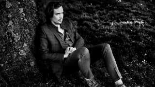 Kristian Leth er ligesom sin far, Jørgen Leth, lidt af en altmuligmand. Han er uddannet fra Forfatterskolen og har udgivet flere bøger, han er kendt som musiker i både eget navn og som forsanger i rockgruppen The William Blakes, og så har han været både radio- og tv-vært, ligesom han også har medvirket i flere spillefilm. Lige nu er han sammen med kollegaen Fridolin Nordsø aktuel med musikken til dramaserien 'Herrens Veje'.