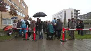 """Støtter af """"Cannabismanden fra Holbæk"""" var mødt op foran Retten i Holbæk i dag, hvor retssagen startede."""