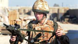Af to omgange har prins Harry gjort tjeneste i Afghanistan. Her ses prinsen under en af sine ture til landet.