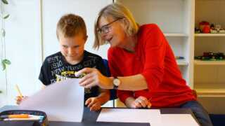 De frivillige i Pensionister i Folkeskolen hjælper med alt fra matematiske formler til franske gloser.