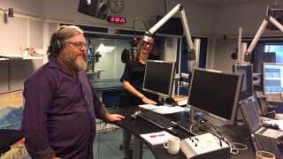 Sanger Søren Huss og psykolog Heidi Agerkvist diskuterede, hvordan man taler med sine børn om de svære ting i verden.