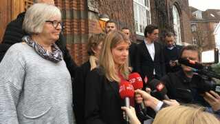 Christina Krzyrosiak Hansen fik knap 5.500 personlige stemmer ved valget i Holbæk Kommune. Her møder hun pressen foran rådhuset i Holbæk.