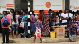 Bitcoin er særligt populært i lande som Venezuela og Zimbabwe, hvor der er meget stor inflation i den lokale valuta. Men der er også  begyndt at komme interesse fra hedgefonds, banker og pensionskasser.
