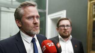 LA-formand Anders Samuelsen har stillet sine vælgere historiske skattelettelser i udsigt. Men lige nu er det svært at få øje på, hvordan de skal lande. Forhandlingerne er kørt totalt i hårdknude.
