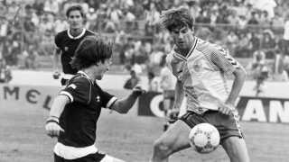 Michael Laudrup i aktion mod Skotland ved VM i 1986.
