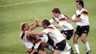 Andreas Brehme (til venstre) lige efter scoringen i VM-finalen i 1990.