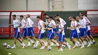 Det russiske landshold er under hårdt pres før åbningskampen.