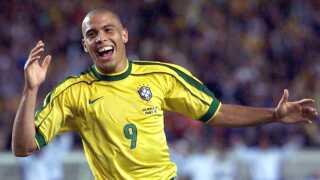 Ronaldo jubler efter sit andet mål i 4-1-sejren over Chile i 1998.