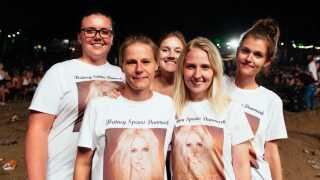Fra venstre udgøres Britney-fangruppen af Monika Slabecka, Anja Hansen, Olivia Omann, Louise Astrup og Isabella Jean.
