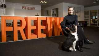 Mia Wagner er administrerende direktør hos Freeway. Med sig har hun hunden Bella, der en trofast følgesvend - også på kontoret.