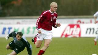 Tommy Bechmann scorer her et af sine 11 U21-landsholdsmål i en kamp mod Bosnien.